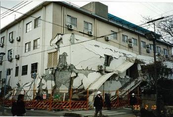 1階が崩壊 ピロティではない.jpg
