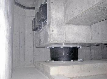 免震建物の安全制御装置.jpg