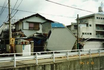 増築部が壊れた家.jpg