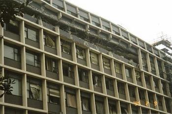 層崩壊した建物-3.jpg
