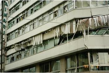層崩壊した建物.jpg
