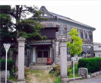 旧明村役場庁舎.jpg