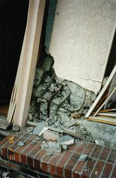 柱脚の破壊.jpg