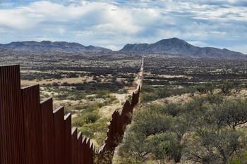 米国とメキシコの国境.jpg