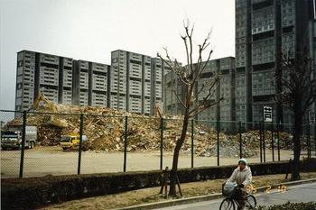 芦屋浜高層住宅 瓦礫置き場に.jpg